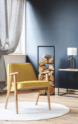 Gele relaxfauteuil met houten poten